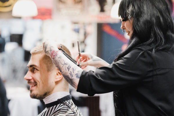Miesten hiustyylit 2021