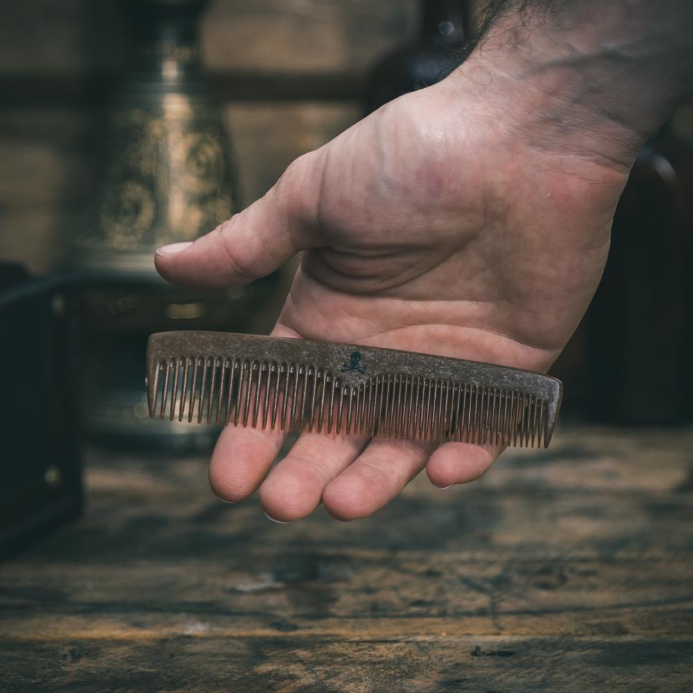 Tuotekuva: Muoviton viiksi- ja partakampa – The Bluebeards Revenge